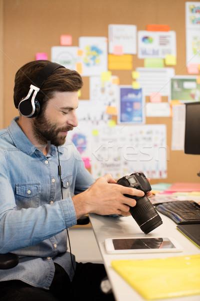 Fotós visel fejhallgató kamera kreatív iroda Stock fotó © wavebreak_media