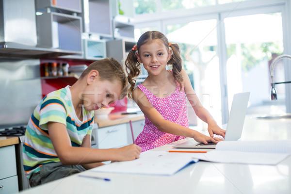 мальчика домашнее задание девушки используя ноутбук кухне домой Сток-фото © wavebreak_media
