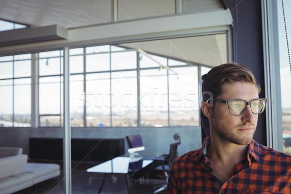 бизнесмен глядя окна служба бумаги Сток-фото © wavebreak_media