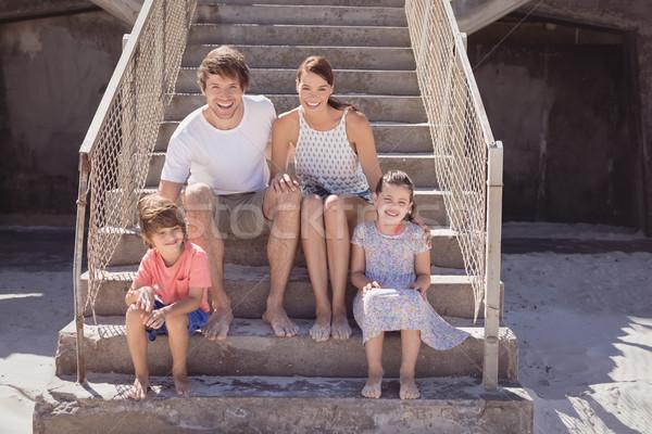 笑みを浮かべて 家族 座って 階段 ビーチ ストックフォト © wavebreak_media