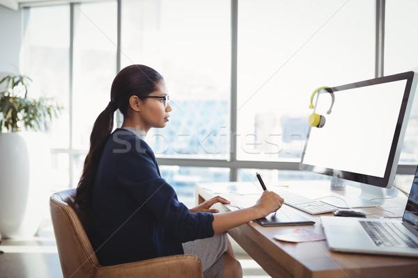Figyelmes grafikus designer dolgozik asztal iroda Stock fotó © wavebreak_media