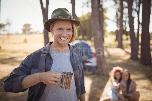 Portré férfi tart csésze áll barátok Stock fotó © wavebreak_media