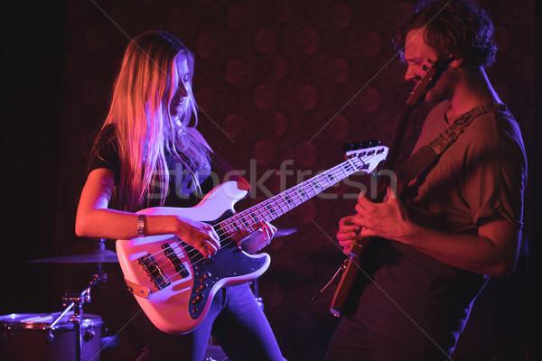 Mężczyzna kobiet gry nightclub kobieta muzyki Zdjęcia stock © wavebreak_media