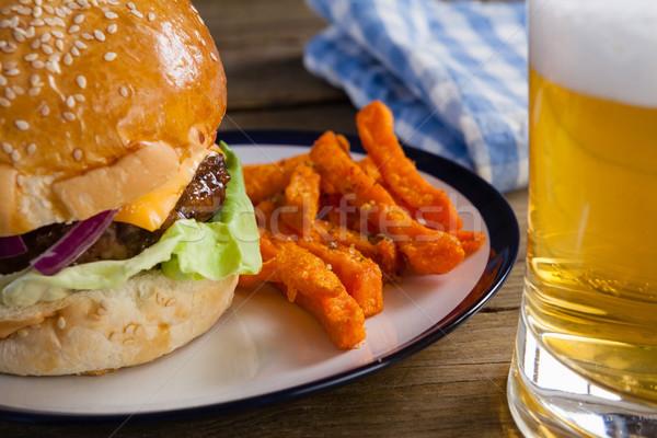 Burger картофель фри пластина стекла пива деревянный стол Сток-фото © wavebreak_media