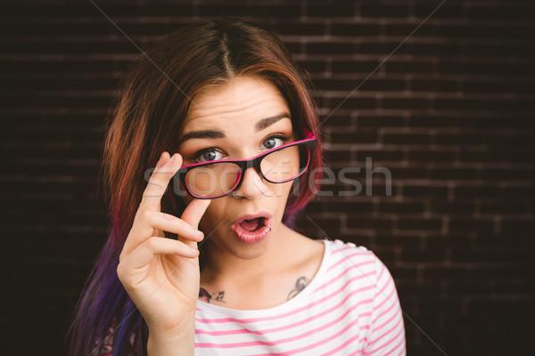 портрет улыбающаяся женщина очки кирпичная стена женщину Сток-фото © wavebreak_media