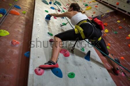 Hátsó nézet nő gyakorol hegymászás fitnessz stúdió Stock fotó © wavebreak_media