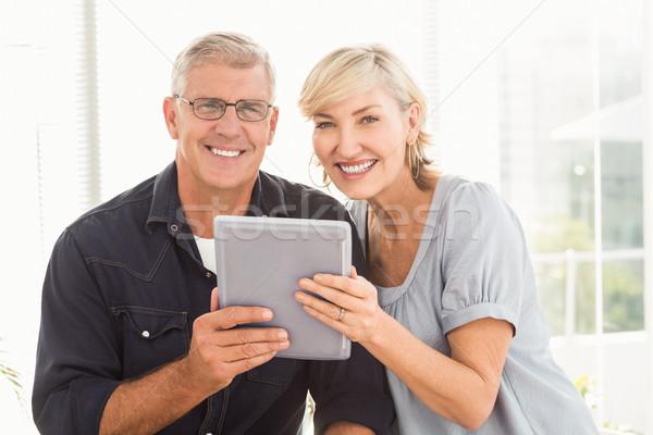 Uśmiechnięty zespół firmy pracy tabletka portret biuro Zdjęcia stock © wavebreak_media