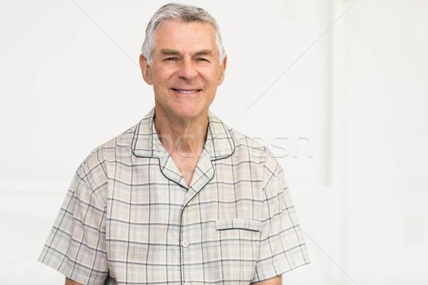 Békés idős férfi mosolyog otthon idős Stock fotó © wavebreak_media
