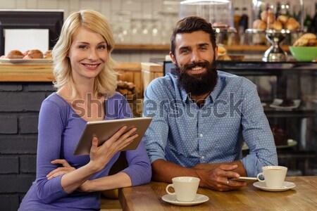 Két férfi üveg medve pult étterem portré Stock fotó © wavebreak_media