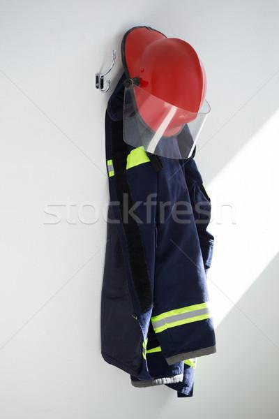 Schutzkleidung hängen Haken weiß Wand Sicherheit Stock foto © wavebreak_media
