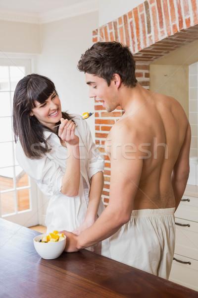 Nő etetés gyümölcsök férfi konyha ház Stock fotó © wavebreak_media
