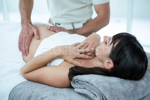 Mulher grávida estômago massagem massagista mulher Foto stock © wavebreak_media