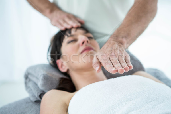 Donna incinta massaggio massaggiatore donna medici Foto d'archivio © wavebreak_media