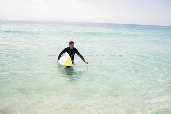 Surfer piedi spiaggia tavola da surf uomo Foto d'archivio © wavebreak_media