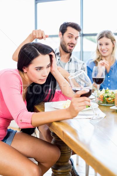 Vrienden naar dronken vrouw wijnglas home Stockfoto © wavebreak_media