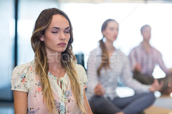 Pessoas de negócios ioga escritório mulher fitness Foto stock © wavebreak_media