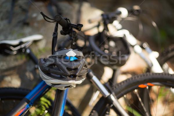 Stockfoto: Mountainbike · bos · fiets · helm · platteland
