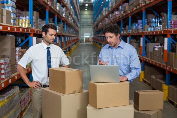 Almacén trabajadores portátil ordenador hombre Foto stock © wavebreak_media