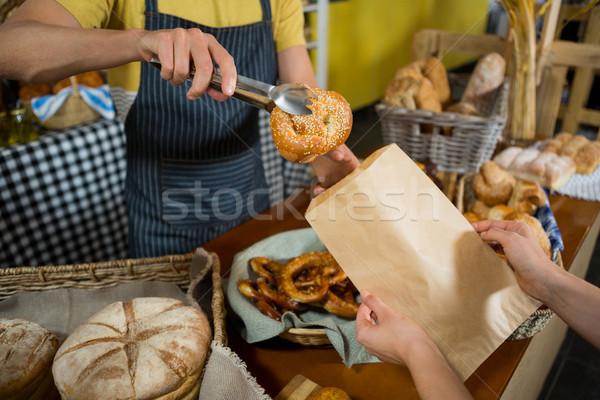 Pracowników rogalik torby papierowe Licznik Zdjęcia stock © wavebreak_media