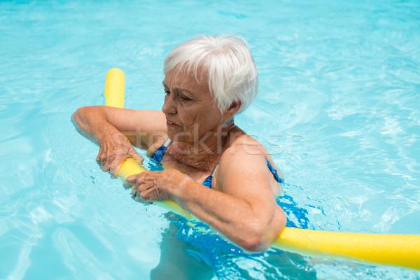 Senior mulher natação inflável tubo piscina Foto stock © wavebreak_media