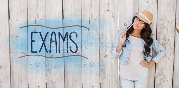 Examens joli brunette pense souriant femme Photo stock © wavebreak_media