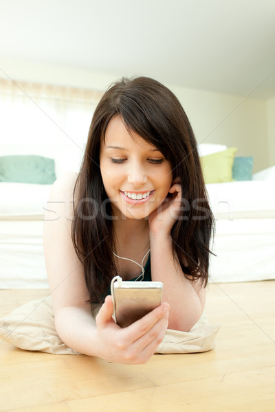 Mooie vrouw luisteren muziek vloer home vrouw Stockfoto © wavebreak_media