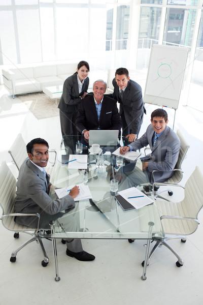 Diverso equipo de negocios sonriendo cámara reunión ordenador Foto stock © wavebreak_media