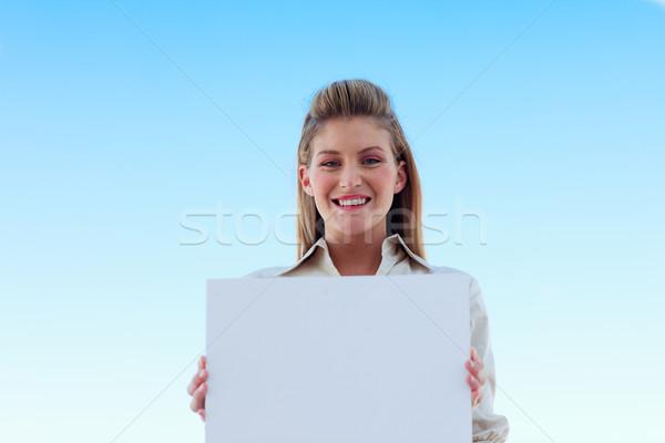 üzletasszony tart fehér névjegy gyönyörű üzlet Stock fotó © wavebreak_media