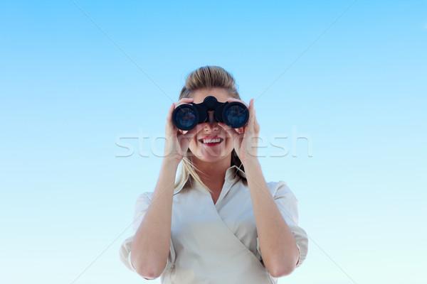Sorridere imprenditrice guardando binocolo giovani sole Foto d'archivio © wavebreak_media