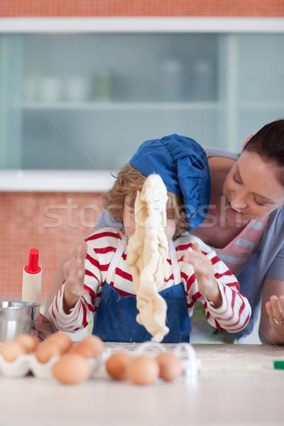 örömteli anya fiú sütés otthon nő Stock fotó © wavebreak_media