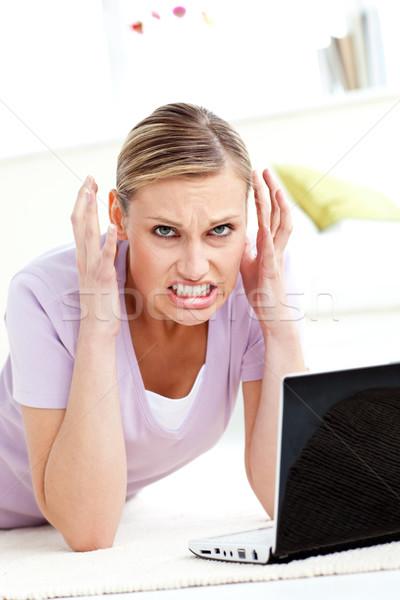Aggressivo utilizzando il computer portatile soggiorno notebook scream Foto d'archivio © wavebreak_media