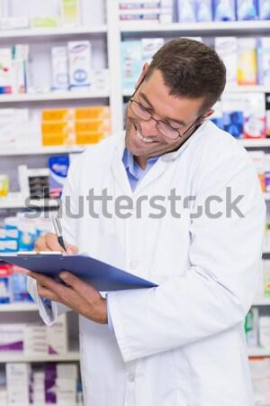 Stockfoto: Geconcentreerde · mannelijke · wetenschapper · schrijven · laboratorium