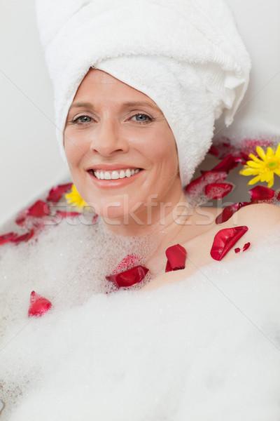 красивая женщина расслабляющая ванны полотенце голову Сток-фото © wavebreak_media