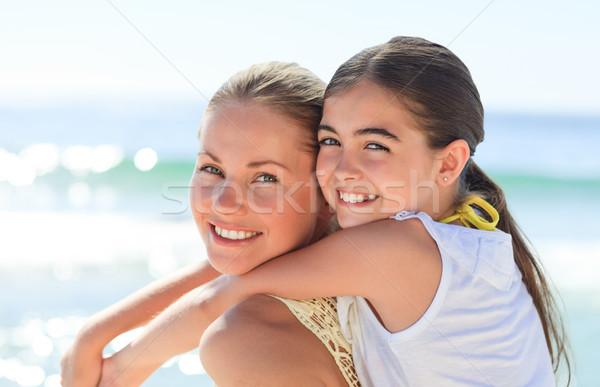 Anya lánygyermek háton tengerpart nő lány Stock fotó © wavebreak_media