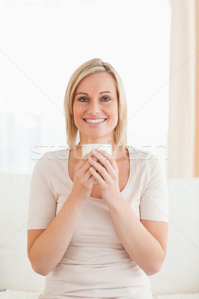 Retrato sorrindo copo chá olhando Foto stock © wavebreak_media