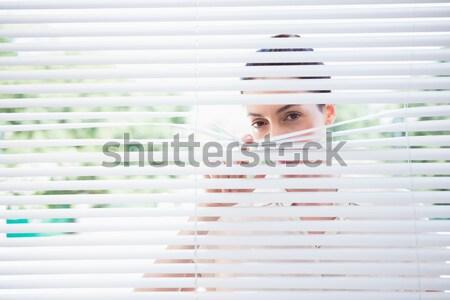 Curioso mujer de negocios fuera ventana oficina cara Foto stock © wavebreak_media
