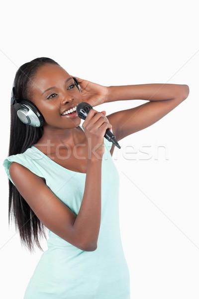 Zdjęcia stock: Młoda · kobieta · słuchawki · śpiewu · biały · szczęśliwy · mikrofon