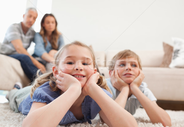 Photo stock: Enfants · tapis · parents · séance · canapé · famille