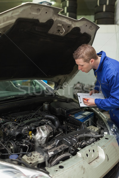 Foto stock: Mecánico · portapapeles · examinar · coche · motor · mecánico · de · automóviles