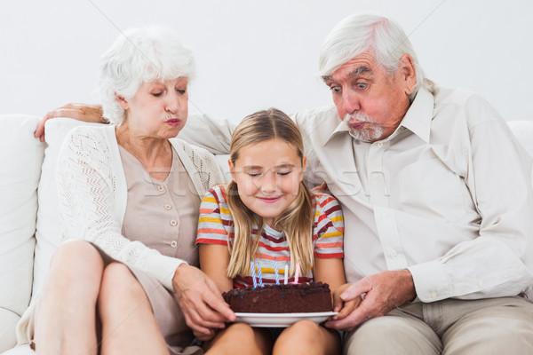 Küçük kız dedesi dışarı mumlar doğum günü pastası Stok fotoğraf © wavebreak_media