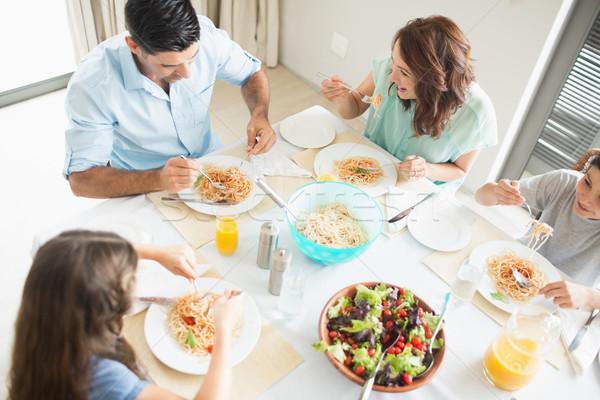 Familie vier vergadering eettafel Stockfoto © wavebreak_media