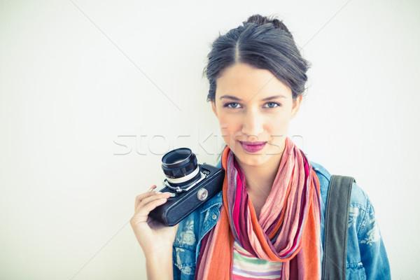 Stockfoto: Mooie · brunette · camera · glimlachend · witte