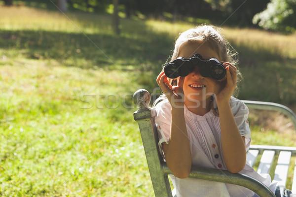 Meisje naar verrekijker park gelukkig Stockfoto © wavebreak_media