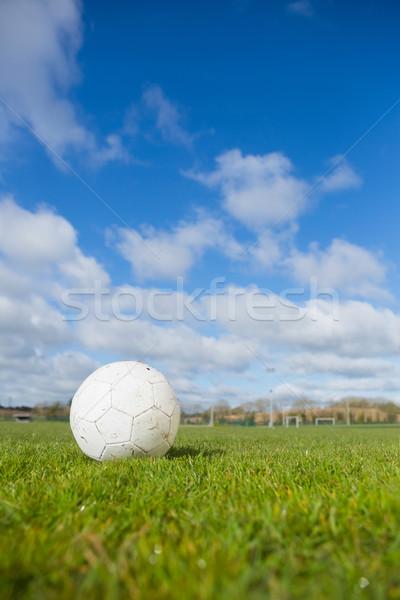 Voetbal toonhoogte blauwe hemel gras sport veld Stockfoto © wavebreak_media
