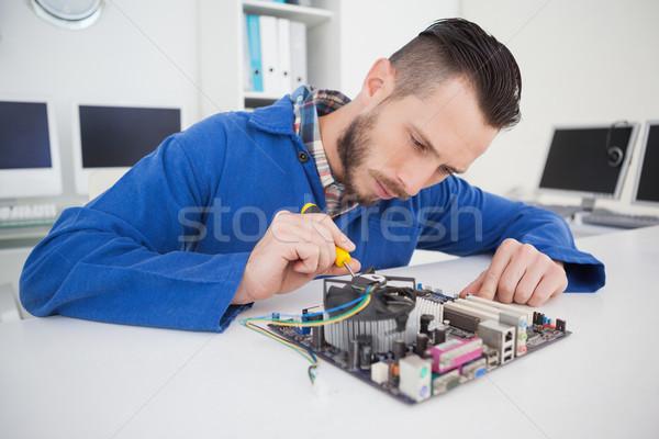 Computer ingenieur werken cpu schroevendraaier kantoor Stockfoto © wavebreak_media