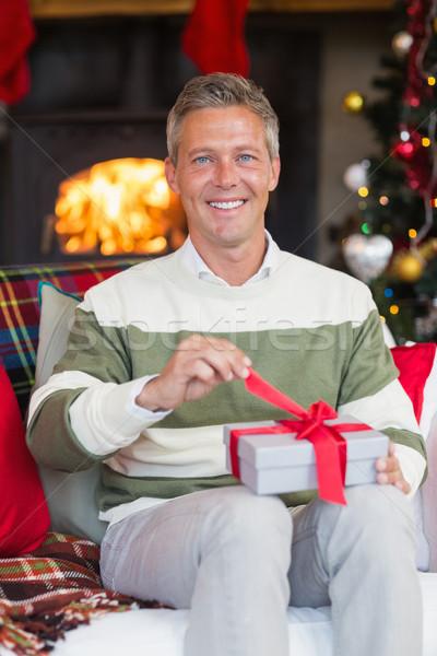 Stock fotó: Mosolyog · férfi · nyitás · ajándék · karácsony · nap