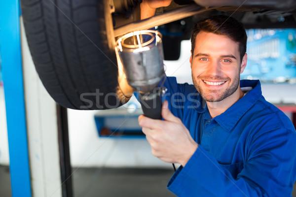 Mekanik el feneri bakmak araba garaj Stok fotoğraf © wavebreak_media
