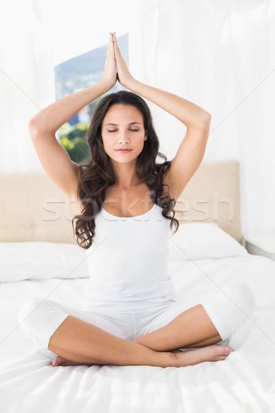Brunetka jogi bed domu sypialni Zdjęcia stock © wavebreak_media
