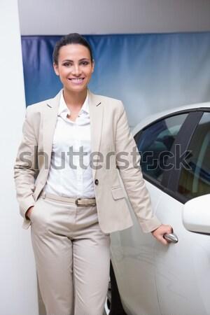 Masculino motorista chave sala de exposição Foto stock © wavebreak_media
