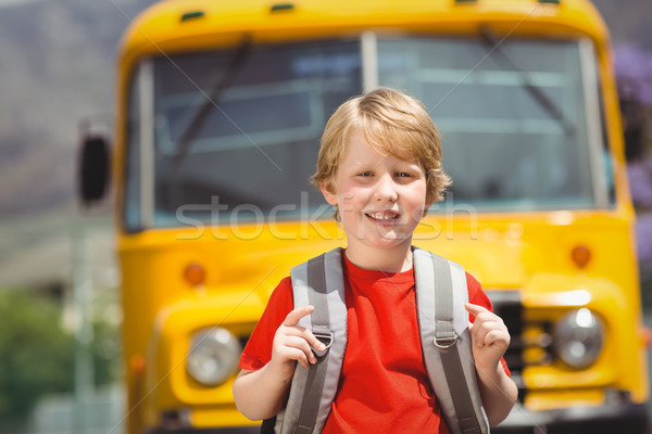 Cute glimlachend camera schoolbus buiten Stockfoto © wavebreak_media